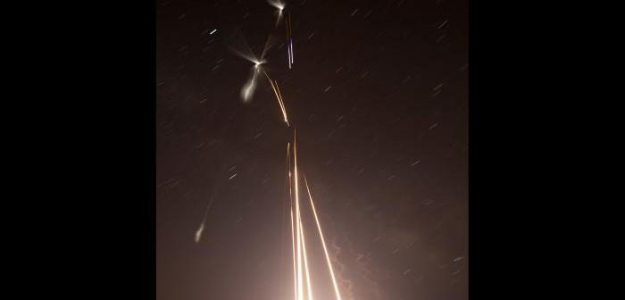 Start pięciu rakiet z Wallops Flight Facility w Wirginii na zdjęciu naświetlanym przez kilka minut / Credits: NASA