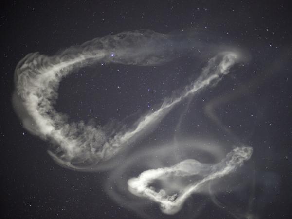 Smugi pozostawione po rakietach wystrzelonych w ramach eksperymentu ATREX / Credits: NASA