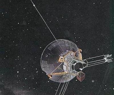 Wizja artystyczna sondy Pioneer 10 w przestrzeni kosmicznej / Credits: NASA