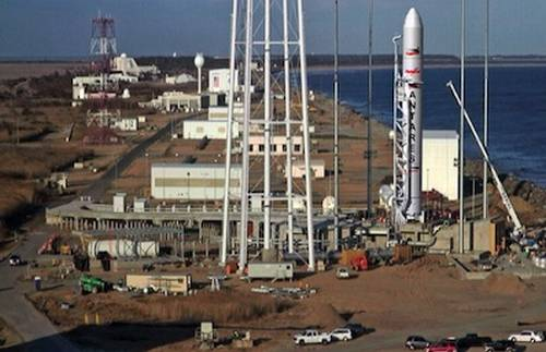 Wizja artystyczna rakiety Antares na stanowisku startowym 0A na wyspie Wallops / Credits: Orbital Sciences Corp.