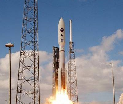 Start rakiety Atlas V z sondą New Horizons na pokładzie / Credits: LM
