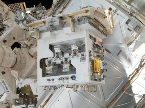 Moduł RRM z doskonale widocznymi dodatkami i narzędziami / Credits: NASA
