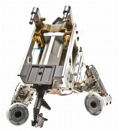 Narzędzie do cięcia przewodów (Wire Cutter Tool) wykorzystane zostało przez robota Dextre w czasie pierwszych prac z eksperymentem RRM. Widoczne są między innymi dwie kamery z ledowym oświetleniem, które zapewniają doskonałą widoczność bez względu na panujące warunki oświetleniowe / Credits: NASA