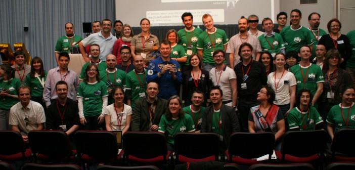 Grupowe zdjęcie uczestników z włoskim astronautą Paolo Nespoli / Credits: ESA