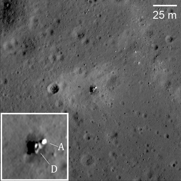 Leżący na boku lądownik nieudanej misji Łuna 23. D oznacza moduł lądownika a A oznacza moduł powrótny na Ziemię / Credits - NASA/GSFC/Arizona State University