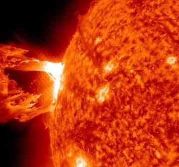 Godzina 19:45 CET - faza maksymalna rozbłysku. Obraz z sondy SDO / Credits - NASA, SDO