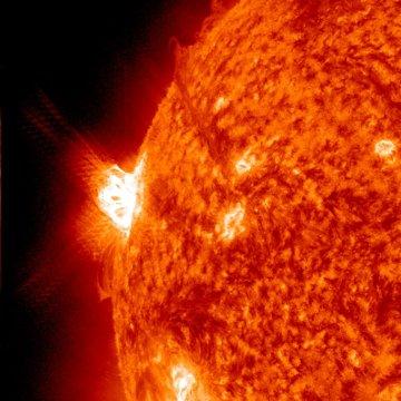 Godzina 19:30 CEST - na 15 minut przed fazą maksymalną rozbłysku / Credits - NASA, SDO