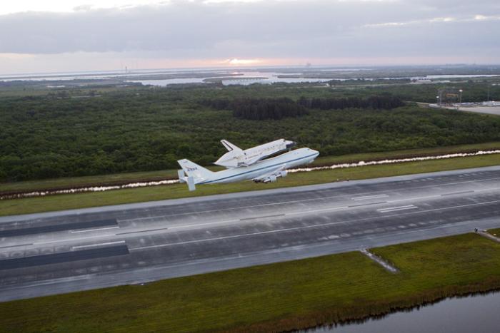 Start z lotniska na terenie KSC / Credits: NASA/Glenn Benson