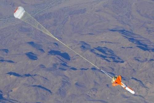 Test systemu spadochronów statku Orion / Credits: NASA