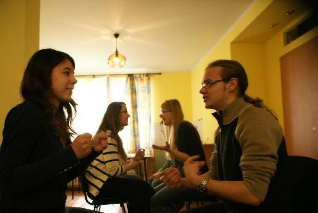 Emilia Węgrzyn i Mateusz Płonka podczas ćwiczenia z networkingu/Credits: SKA