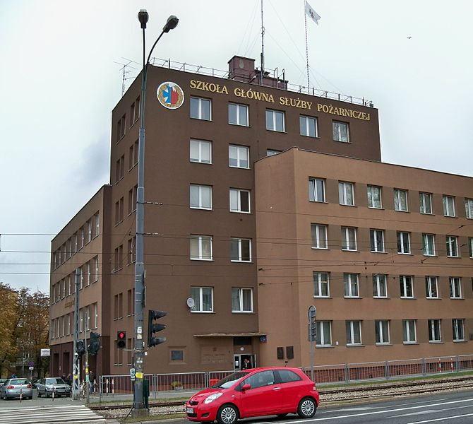 Budynek Szkoły Głównej Służby Pożarniczej / Credits: Panek, Licence: CC-BY-SA 3.0, Source: WikiCommons