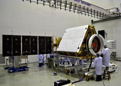 RISAT-1 w czasie prac przygotowawczych / Credits: ISRO