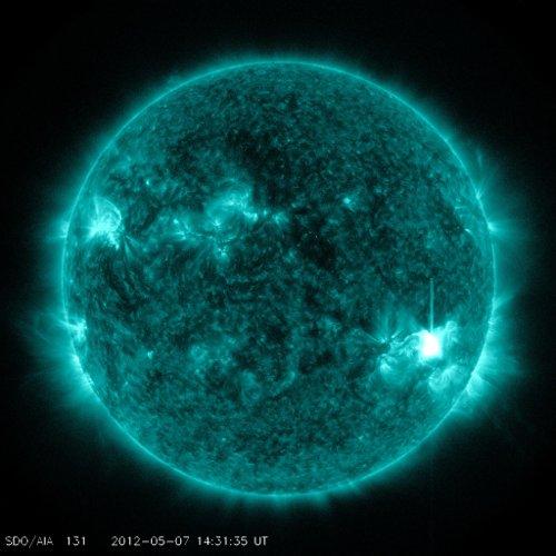 Słońce w momencie fazy maksymalnej rozbłysku z 07.05.2012 / Credits - NASA, SDO