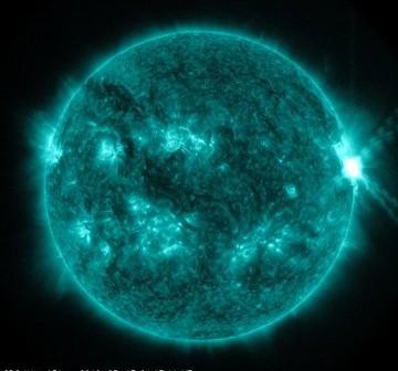 Widok Słońca w momencie fazy maksymalnej rozbłysku z 17 maja 2012 / Credits - NASA, SDO