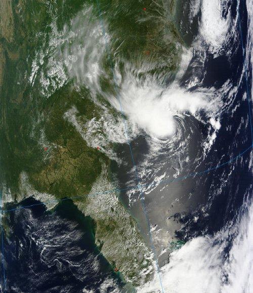 Przetworzony obraz wschodniego wybrzeża USA wraz ze sztormem tropikalnym Alberto / Credits - NASA, ESDIS