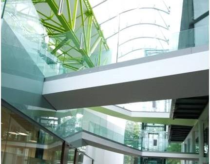 Jeden z najładniejszych budynków w Cranfield University - budynek School of Health/Credits: Wikipedia