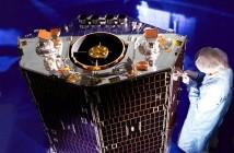NigeriaSat-2 podczas prac w zakładach SSTL / Credits: SSTL