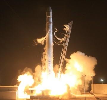 Udany start rakiety Falcon 9 - 22.05.2012 / Credits - SpaceX