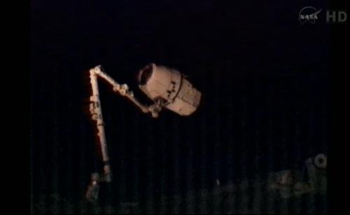 Przechwycony statek transportowy Dragon / Credits: NASA TV