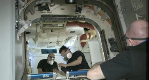 Astronauci Międzynarodowej Stacji Kosmicznej po raz pierwszy na pokładzie pojazdu Dragon (NASA TV)