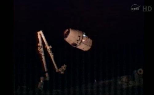 Statek Dragon gotowy do przechwycenia! / Credits: NASA TV
