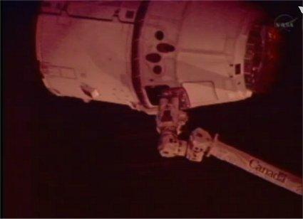 Zbliżenie na kapsułę Dragon / Credits: NASA-TV