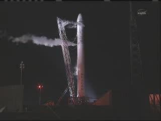 Godzina 10:21 CEST - widok na rakietę Falcon 9 / Credits - NASA TV