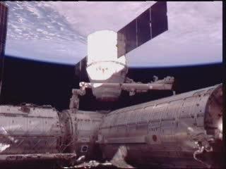 10:16 CEST - proces odłączania kapsuły Dragon od ISS / Credits - NASA TV