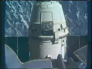 11:50 CEST - Dragon uwolniony! / Credits - NASA TV
