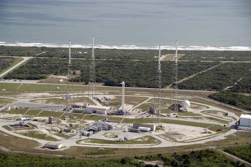 Kompleks startowy SLC-40, miejsce startu rakiet Falcon 9 (NASA/Kim Shiflett)