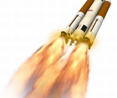 Artystyczna wizja rakiety SLS ze wspomagającymi jednostkami zasilanymi silnikami F-1 / Credits: Dynetics Inc.