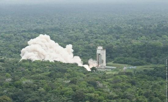 Test jednostki pomocniczej na paliwo stałe rakiety Ariane 5 / Credits: ESA