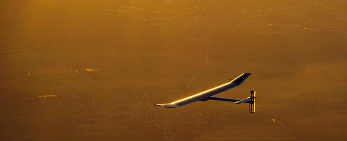 Samolot Solar Impulse zasilany energią solarną / Credits: www.solarimpulse.com