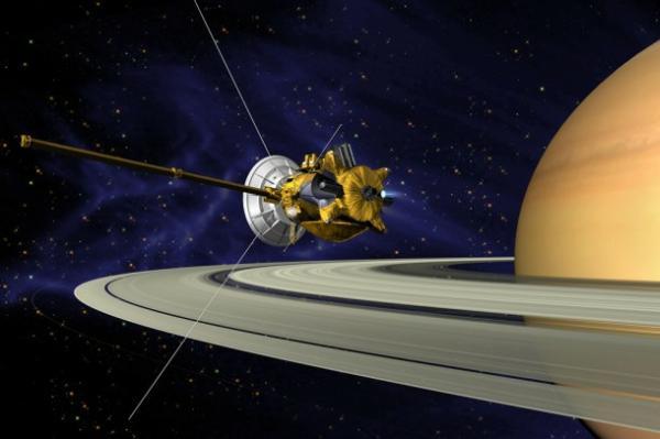 Wizja artystyczna sondy Cassini, misji klasy flagowej, na orbicie Saturna / Credits: NASA/JPL