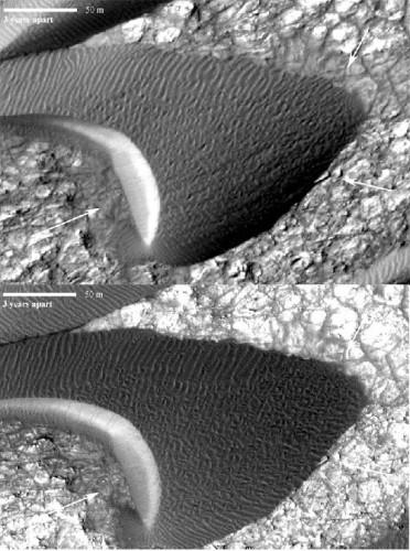 Ruch marsjańskich wydm na Nili Patera (centrum Syrtis Major Planum). Oba zdjęcia uzyskano za pomocą instrumentu HiRISE sondy MRO należącej do NASA. (Image credit: NASA/JPL-Caltech/Univ. of Arizona/JHU-APL)