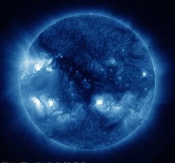 Aktualny widok na Słońce - grupa 1513 znajduje się w północno-wschodniej części tarczy słonecznej widocznej z Ziemi / Credits - NASA, SDO
