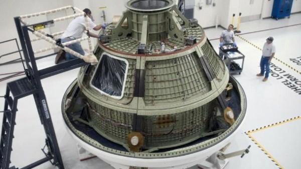Szkielet egzemplarza testowego statku Orion, tzw. Ground Test Vehicle, w trakcie przygotowań do misji testowej EFT-1 w 2014 roku / Credits: NASA
