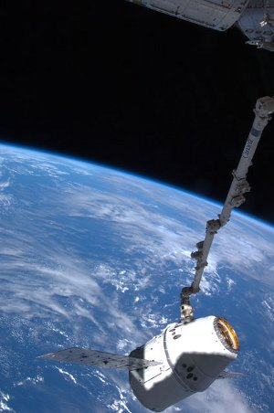 Proces przyłączania kapsuły Dragon do ISS - 25.05.2012 / Credits - NASA