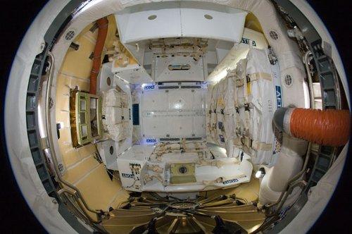Wnętrze kapsuły Dragon - po otwarciu włazów (26.05.2012) / Credits - NASA