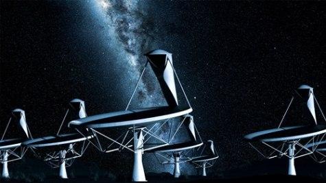 Radioteleskop SKA w nocy - artystyczna wizja/ Credits: SKA