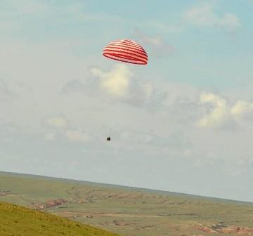 Shenzhou-9 powraca na Ziemię - 29.06.2012 / Credits - CN