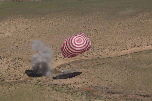 Moment lądowania Shenzhou-9 - 29.06.2012 / Credits - CN