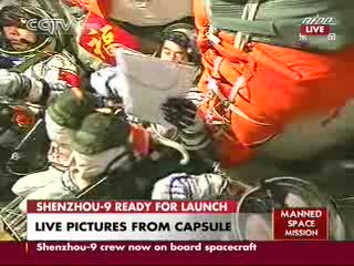 Wnętrze kapsuły Shenzhou - 11:54 CEST / Credits - CCTV