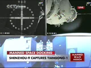 08:07 CEST - chwilę po cumowaniu Shenzhou-9 do Tiangong-1 / Credits - CCTV