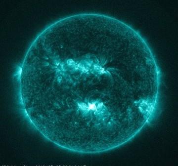 Pięć minut po fazie maksymalnej rozbłysku klasy M2.0 z 3 lipca 2012 / Credits - NASA, SDO