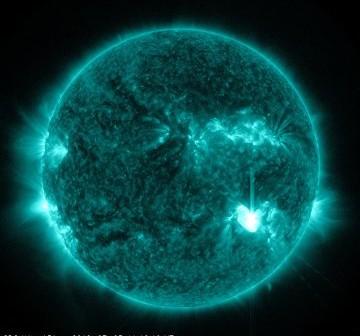 Faza maksymalna rozbłysku klasy M6.1 z 5 lipca 2012 / Credits - NASA, SDO