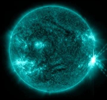 Tuż po fazie maksymalnej rozbłysku klasy M6.9 z 08.07.2012 / Credits - NASA, SDO, Helioviewer