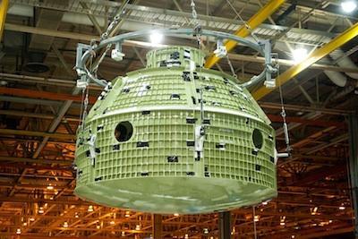 Budowa szkieletu statku Orion MPCV na ukończeniu / Credits: NASA/Eric Bordelon