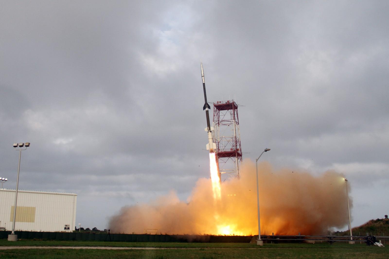 Start Black Brant IX z dnia 23 lipca z ładunkiem stanowiącym osłonę termiczną IRVE-3 wraz z oprzyrządowaniem. (Credits: NASA)