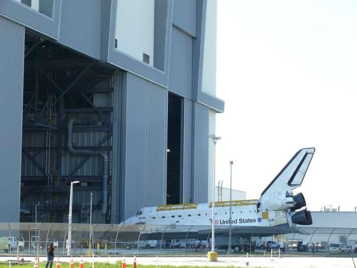 Transport wahadłowca Atlantis do hali VAB / Credits: Maxime Puteaux